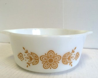 Pyrex Butterfly Gold Casserole  #472 1 1/2 Pint Ovenware Vintage 70s