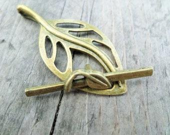 Antiqued Brass Tone Leaf Toggle Clasp 37x18mm