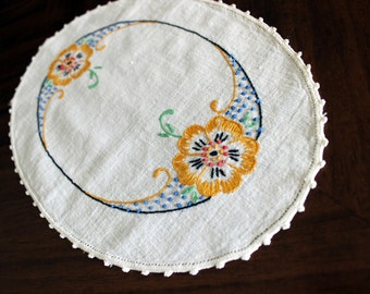 Linen Embroidered Doily,  Crocheted Edging, French Knots Embroidery, Vintage Table Linens 13476