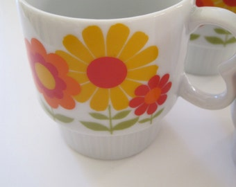 Mid Century floral cups/mugs in red/orange/yellow and green set of 4 made in Japan 1960s