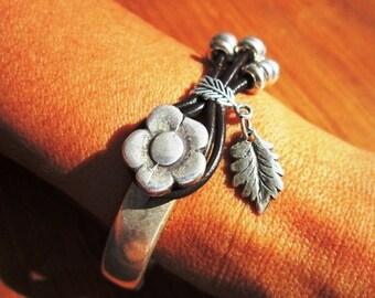 flower bracelet, flower jewelry, Handmade Jewelry, Leather jewelry, Women's bracelet, Leather Bracelet, Handmade bracelet, floral bracelet