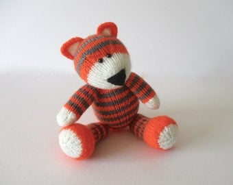Toby the Tiger toy knitting pattern