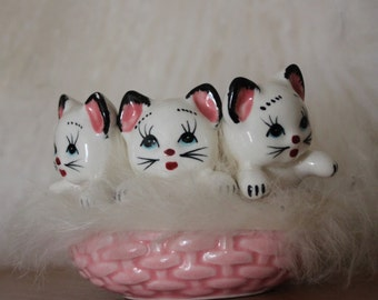Vintage kitsch ceramic 3 kittens in a pink furry basket 60's so cute