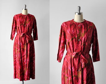 1950's rose print dress. 50's dressing gown. xxl. buttons. hot pink robe. floral. 50 red dress.