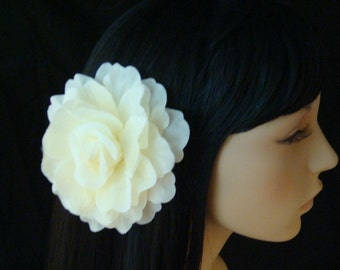Ivory bridal hair flower clip brooch pin / ivory wedding hair flower fascinator headpiece
