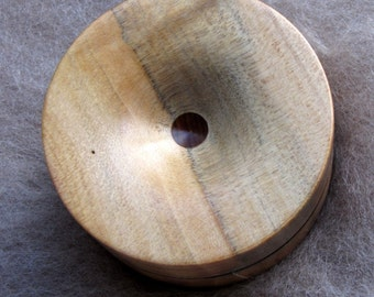 Reversible pocket spinning surface for supported spinning in Norfolk Pine and Dymondwood