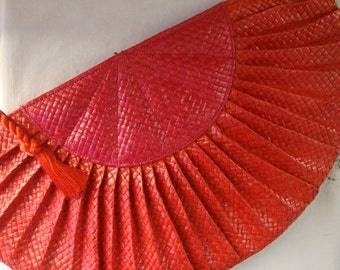 Vintage RED STRAW Half Moon Shaped Bag by Valerie Made in The Phillippines Large Woven Straw Bag Red Spring Hand Bag Straw Purse