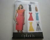 Pattern Women Plus Sizes Dress 6 Styles Sizes 14 to 22 Vogue 8872 A