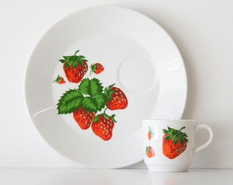 Vintage Mid Century Georges Briard Strawberry Snack Set