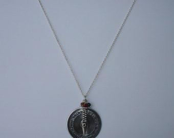 """Collier pendentif """"je t'aime...."""" argenté et perles semi-précieuses malachite et oeil de tigre"""