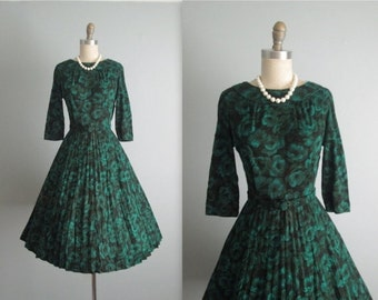 STOREWIDE SALE 50's Dress // Vintage 1950's Green Floral Print Full Casual Day Dress M
