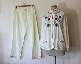 1960s Hand Embroidered Chinese Pajamas Set // Medium or Large