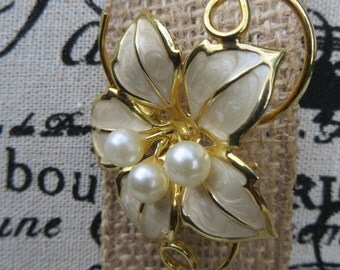 Pretty Flower Brooch Ivory Enamel Goldtone with Faux Pearl Beads Vintage Jewelry