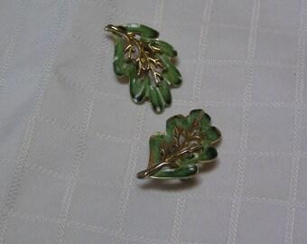 Vintage Sarah Coventry green enamel leaf clip on earrings
