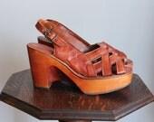1970s Platform Wedges // Baretrap Leather Wedge Sandals // vintage 70s platforms // 7