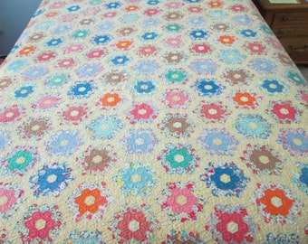 """Vintage quilt- Grandmothers Flower Garden- 1920's- hand stitched- 78"""" x 85"""""""