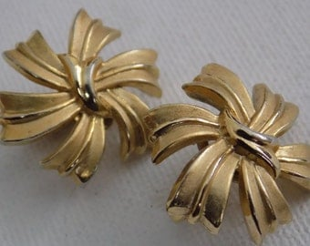 Vintage earrings, signed Trifari with crown mark golden ribbon clip-on earrings,retro jewelry