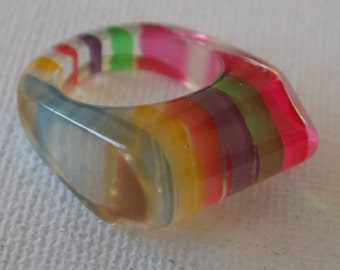 Vintage ring, size 5 ring,striped lucite 1960's boho ring, multicolor ring, vintage jewelry