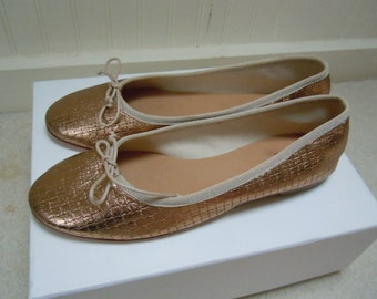 Adorable Never Worn Italian Gold Leather Ballet Flats US 9
