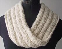 Mobius Cowl, Organic Falklands Wool, Soft and Cosy Scarf, White Handspun Neckwarmer, Artisan Infinity Scarf, Handspun Knit Neckwarmer
