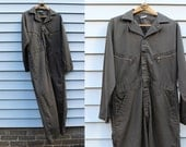 Vintage VTG Vg 1970's 70's Men's Boiler Suit Coveralls Mechanic One Piece Jumper Zip Up in Army Green with Metal Zippers Union Unisex