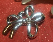 "Vintage 2 1/2"" Goldtone Large Ribbon Bow Style Decorative Pin"
