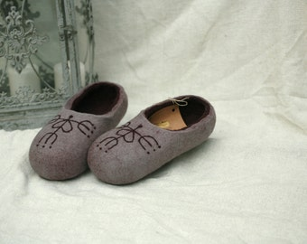 Grey felt slippers with snowflake decors, wool slippers handmade