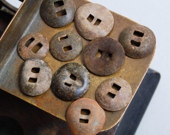 Set of 10 antique brass Buttons. Primitive finding (n7)