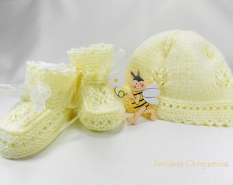 Discount 20% - Knitted baby set,  baby hat and booties, newborn, 0-3 months, yellow baby hat, baby booties, a set of newborn  READY TO SHIP