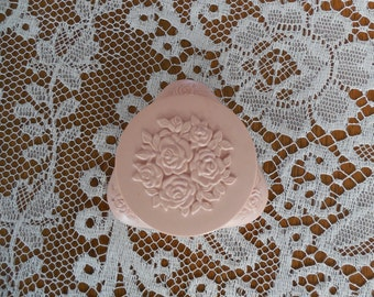 Sweet Vintage Avon Powder Compact Pink Roses New York Autumn Rose