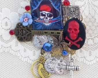 Skelly CAMEO Brooch -  PiRATEs of the CARRIBBEAN  Treasure  -  Pirate Jewelry
