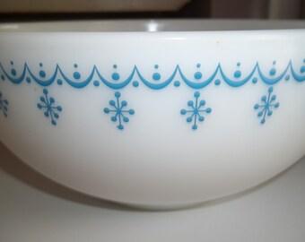 Garland AKA Snowflake 443 Vintage Pyrex Nesting Mixing Bowl