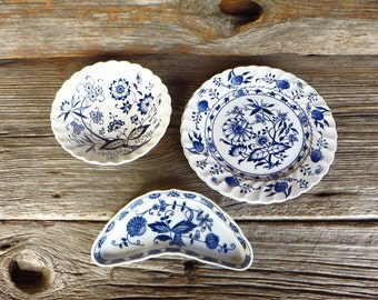 Blue Onion Blue Danube 4 Piece Blue and White China Blue Onion Bone Dish Nordic  J & G Meakin Blue Lily Staffordshire England
