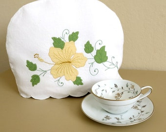 Padded Tea Cozy White Linen Cover Madeira Applique Yellow Hibiscus 75b