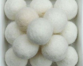 20 wool felt balls 2cm offwhite