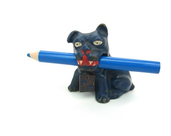Hubley Bulldog Figure. 1933 Chicago Worlds Fair. Cast Iron Dog, Painted. Pencil Holder Paperweight. Vintage 1930s Miniature Animal Souvenir