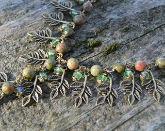 Unakite elven leaf necklace, wood elf moss jewelry, green verdigris woodland jewelry, witchy forest necklace, tree dryad mori girl necklace