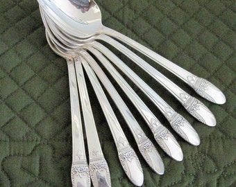 8 Vintage Silverpate Oval Soup Spoons By 1847 Rogers First Love Pattern, Circa 1940