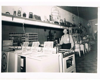 "Vintage Maytag Advertising Salesman Photo Old Store Washing Machines Washers Photograph 5"" X 7"""