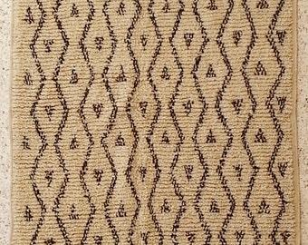 "250X130cm (8' 2""X4' 3""feet)FREE SHIPPING WORLDWIDE AZ21033Azilal ,Ourika ,Beni Ourain vintage berber rug Morocco,wool carpet , boucherouite"