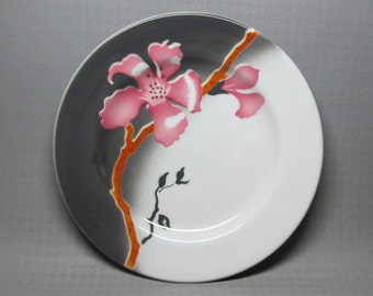 Airbrush restaurant china plate Jackson China W8 ( August 1973 ) pink brown and gray .