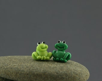 Frog tiny miniature fairy garden dollhouse sculpture figurine glass lampwork animal small moss garden green cute