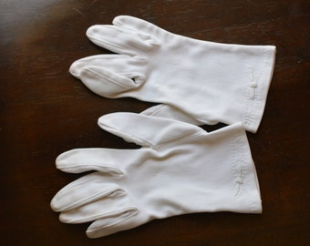 Vintage Woman's Gloves - White