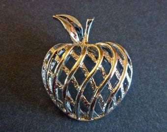 Apple Pin Brooch signed Gerry, Silver Tone Apple Figural Lattice Weave Brooch, Vintage Gerry Jewelry