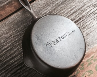 T Eaton Co No. 5 Cast Iron Skillet - made by Smart - Brockville, Ontario