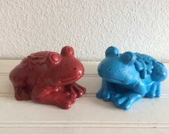 Colorful Garden Frogs - Set Of 2 - Red Blue -  Shabby Cottage Chic - Porch Patio Decor - Garden Yard Art - Figurine - Frog Statues