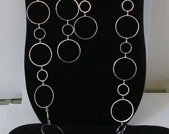 46 inch LIGHT WEIGHT link necklace with MATCHING ears. New., see description for details