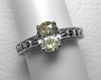 Strontium Titanate Ring in Silver, 8 x 6 mm