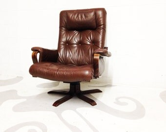 FREE SHIPPING mid century leather vintage lounge chair by Westnofa in great condition