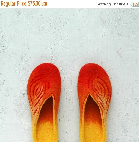Christmas in JULY Felted slippers Women slippers Wool slippers Valenki Home shoes Orange red yellow Traditional felt Handmade shoes Woolen c